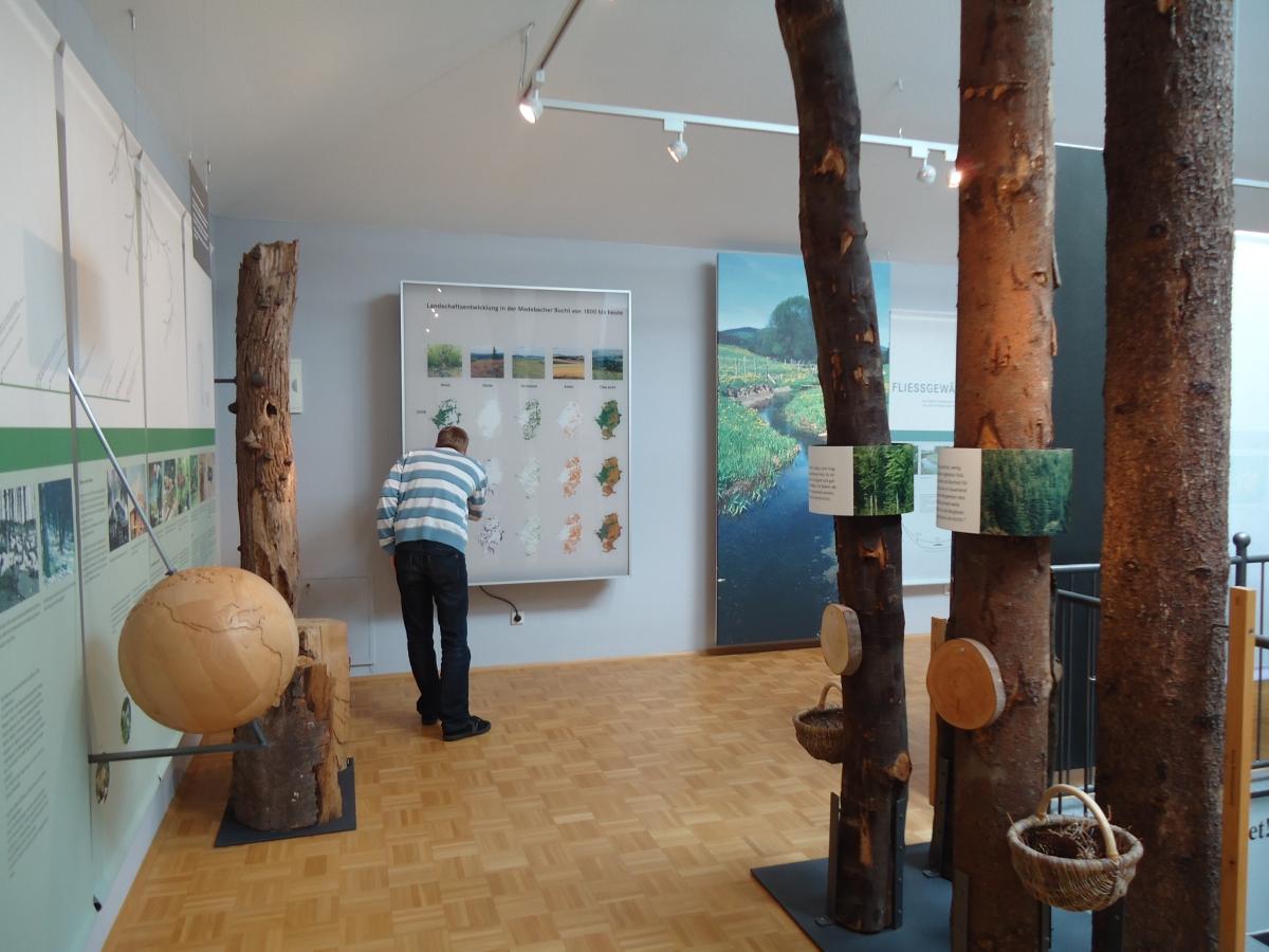 Naturparkportal mit Ausstellung zur Medebacher Bucht in der Tourist-Information