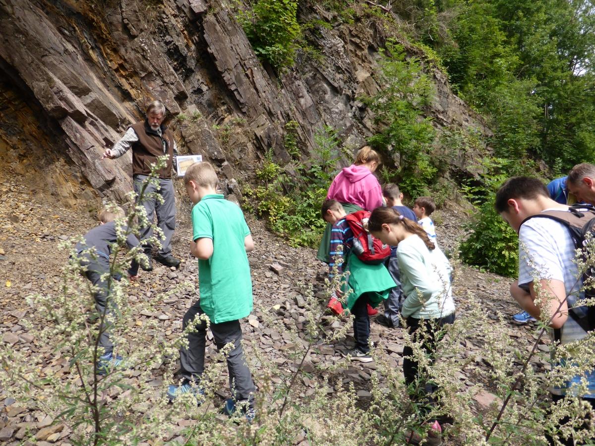 Mit dem Geoparkführer die Steinbrüche erkunden.