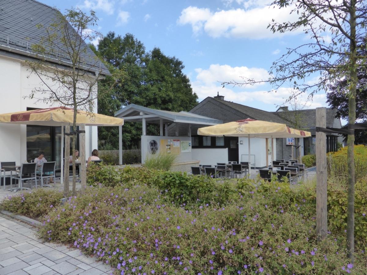 Außenansicht Terrasse Kunstcafé KUMA Medebach-Oberschledorn